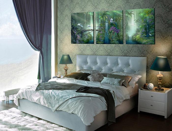 Куда повесить картину спальне