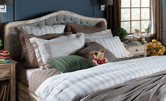 Как разложить подушки на кровати?