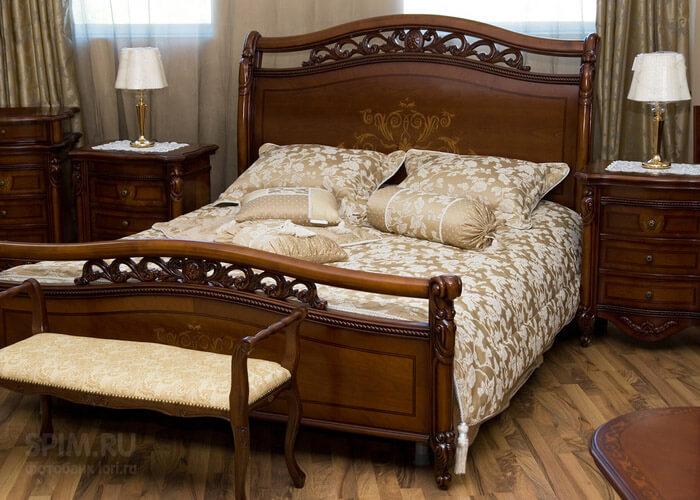 Как красиво разложить подушки на кровати?