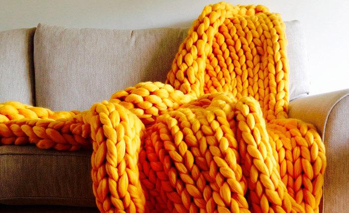 Уютный тренд: пледы крупной вязки