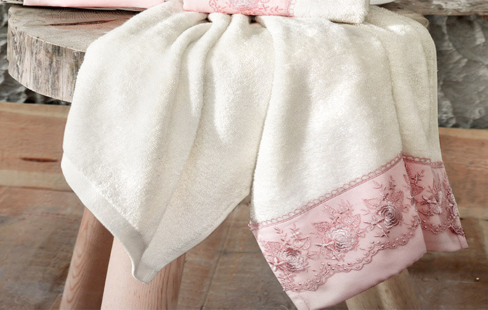 Банное полотенце с вышивкой