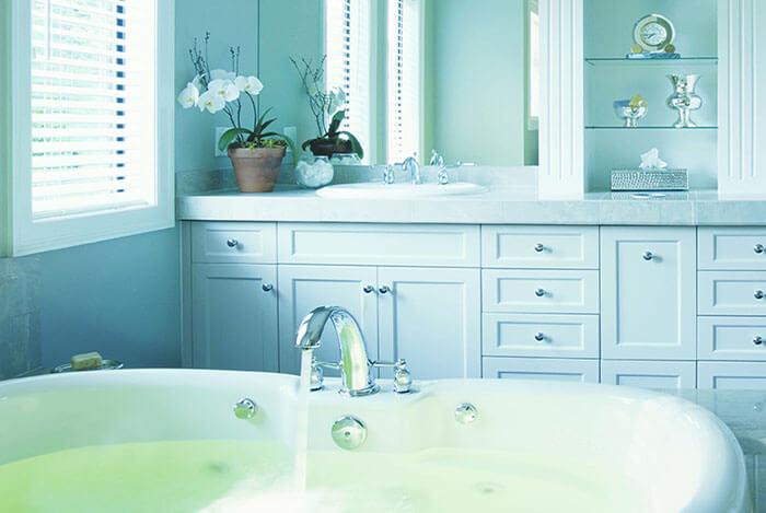 Как бороться с влагой в ванной комнате?