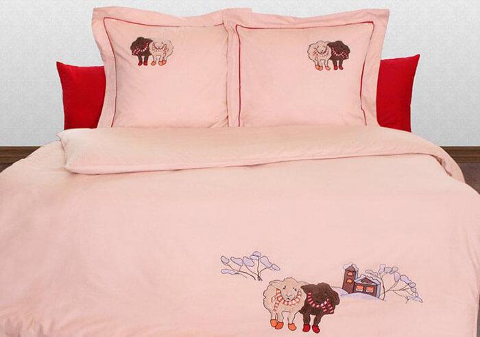 Вышитое постельное белье Хельги Хоум