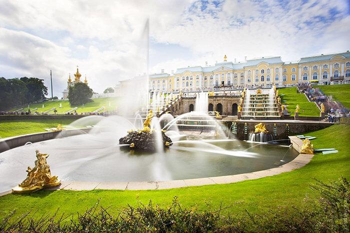 12 самых красивых мест России: Петергоф