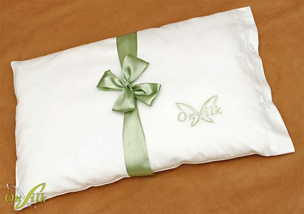 Шелковая подушка для новорожденного